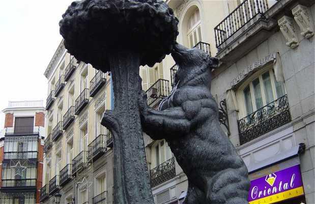 Oso y Madroño Statue