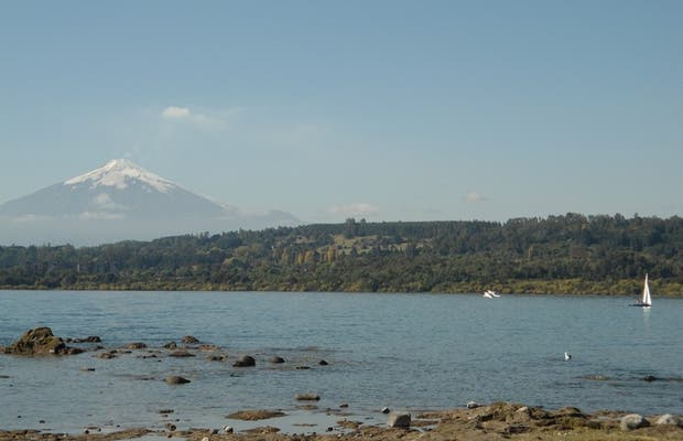 Vistas sobre el volcán desde el lago Villarrica