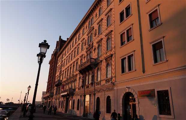 Biblioteca del Civico Museo Teatrale Carlo Schmidl