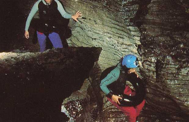 Black rafting Waitomo Caves