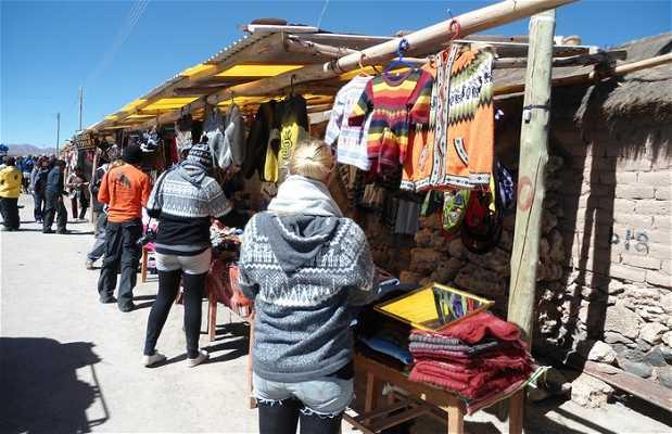 Le marché artisanal du village de Colchani