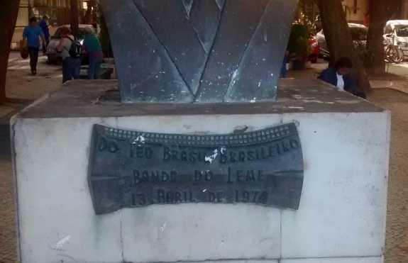 Estátua de Ary Barroso