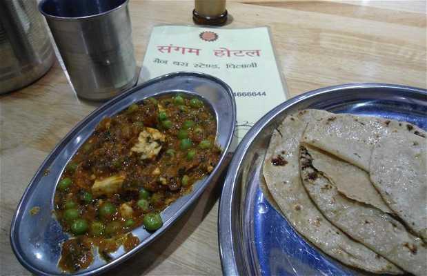Restaurante de noche en la ruta Jaïpur-Amritsar