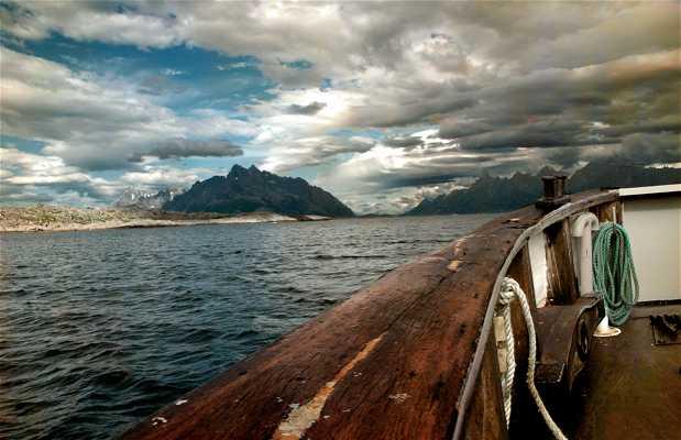 Gamle Lofotferga Ferry in Trollfjord