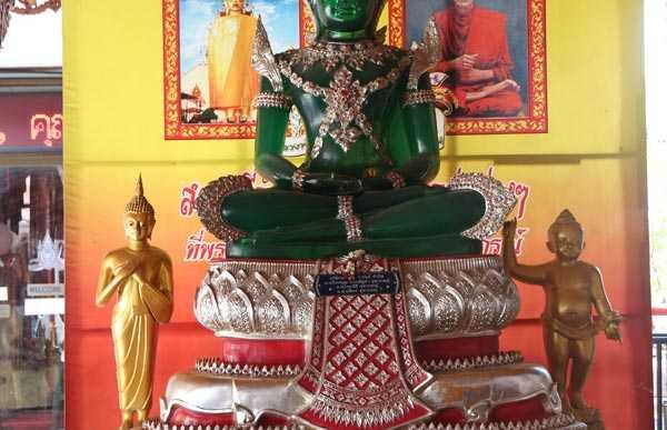 Ubosot Wat Intharawihan