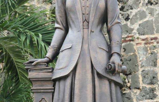 Estatua de Salomé Ureña de Henríquez