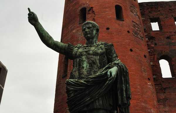 Statue de César Auguste