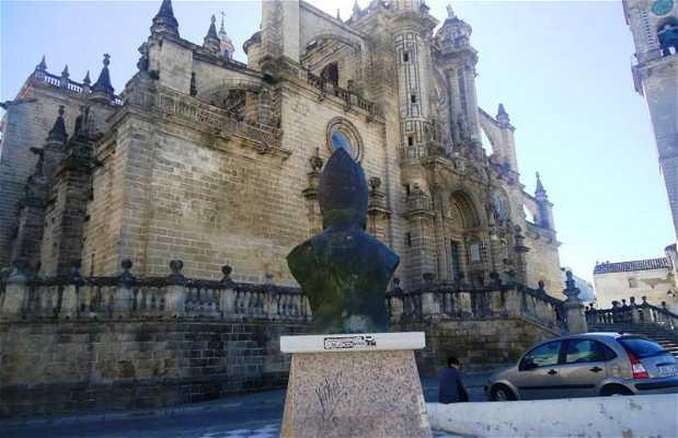 Busto del Cardenal Bueno Monreal