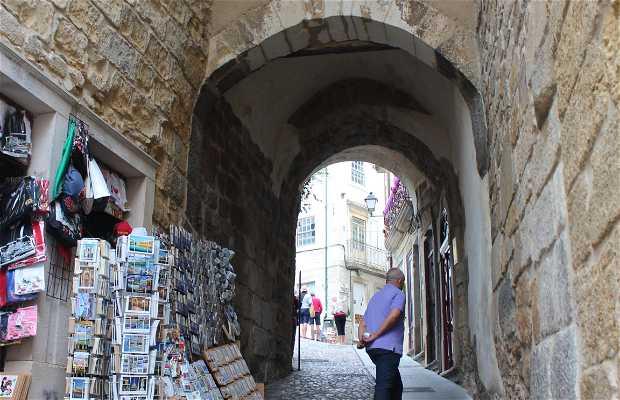 Puerta y Torre Almedina