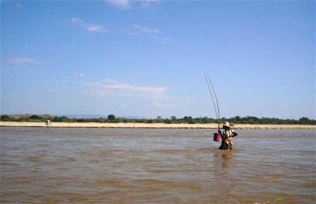 Descender el pacifico río Manambolo