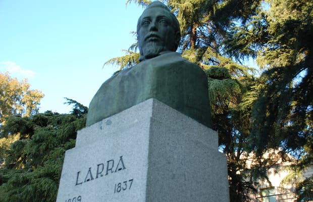 Estatua de Larra en Madrid