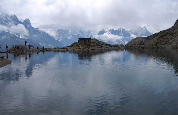 Lac blanc dans les Alpes