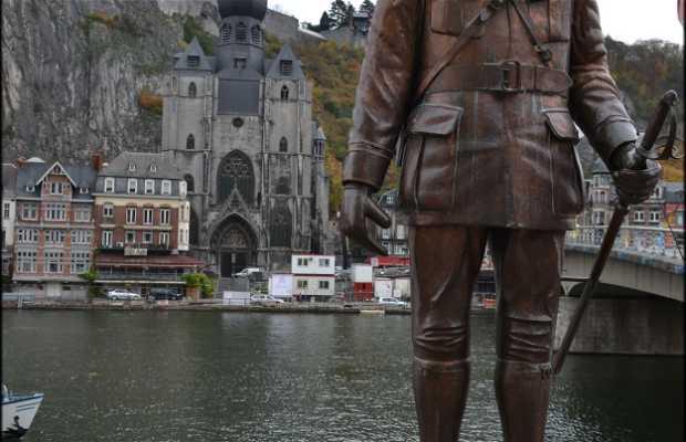 Estatua de Charles de Gaulle
