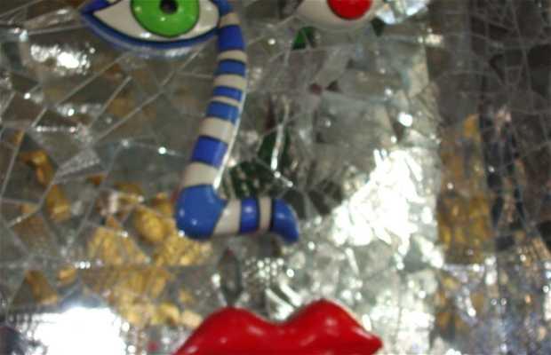 A Gruta por Niki de Saint Phalle