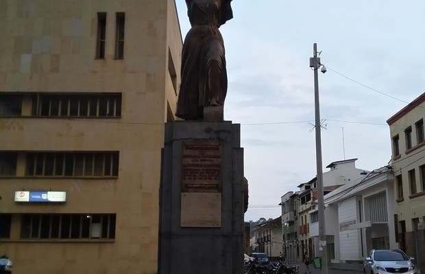 Monumento a Antonia Santos