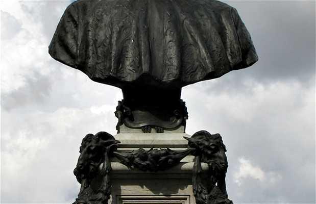 Monumento a Benvenuto Cellini