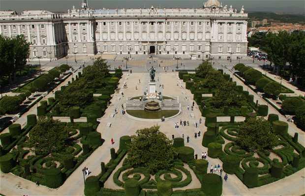 Jardines de la plaza de oriente en madrid 4 opiniones y for Limpieza de jardines madrid