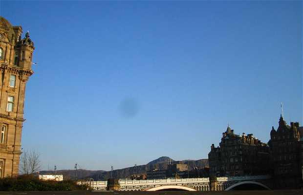 North Bridge a Edimburgo