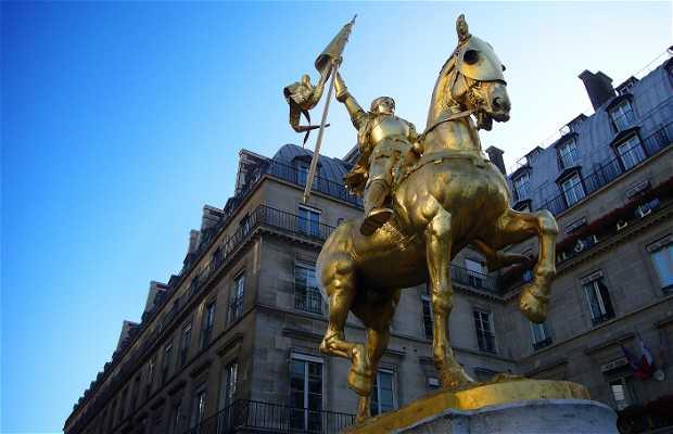 Statua di Giovanna D'Arco a Parigi