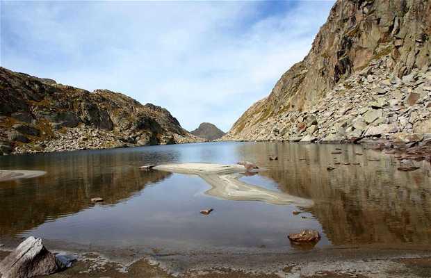 Los Barrancos Lake (Posets-Maladeta Natural Park)