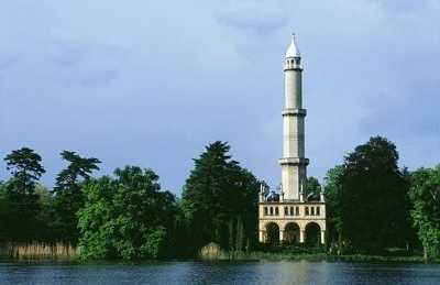 Minarete arabe en el recinto de Lednice-Valtice