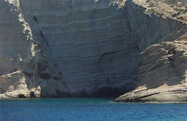 Torre del isla Antiparos con barca