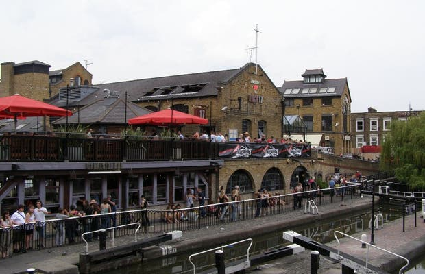 Strolling around the Canals in Camden Town