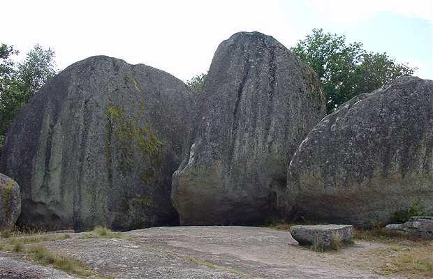 Les pierres jaumâtres