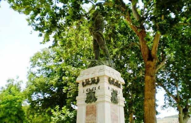 Estatua del Capitán Moreno