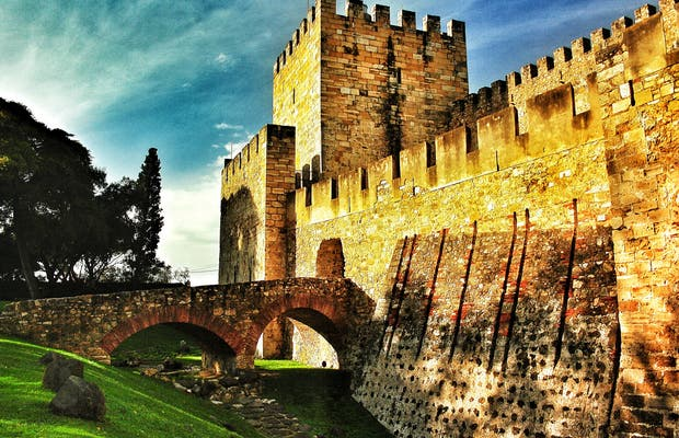 how to get to sao jorge castle