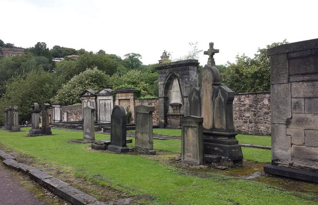Cruz de Mercado y Cementerio de Canongate