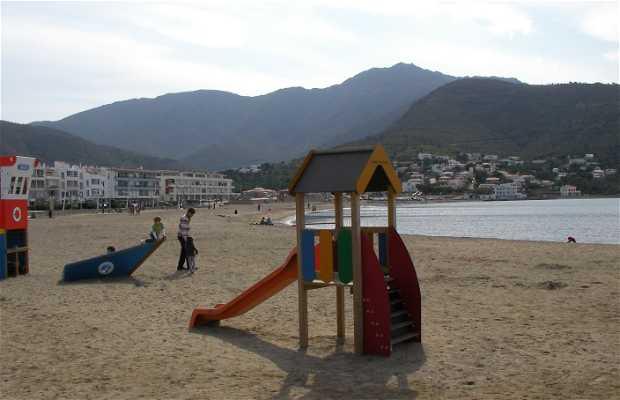 Port and beach of El Port De La Selva