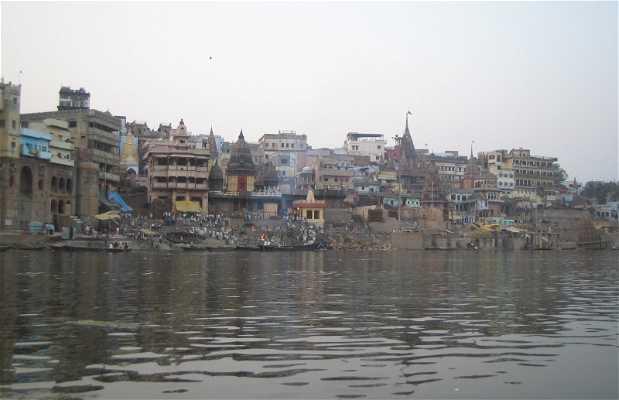 La fiamma eterna di Benares