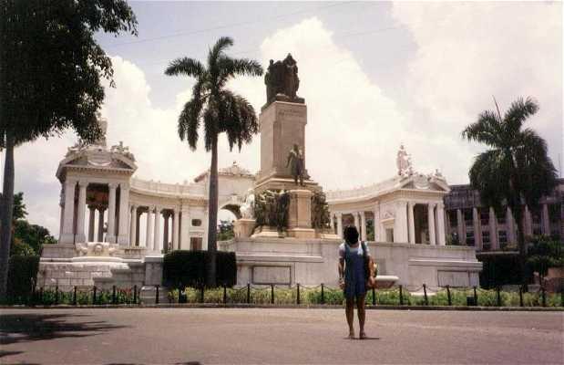 Monumento a José Miguel Gómez di L'Avana