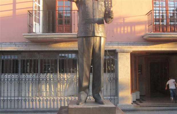 Estatua de José Ángel Espinoza Aragón