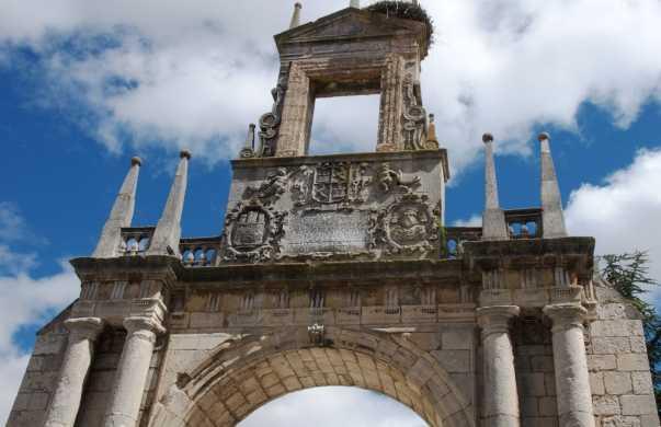 Fernan Gonzalez Arch