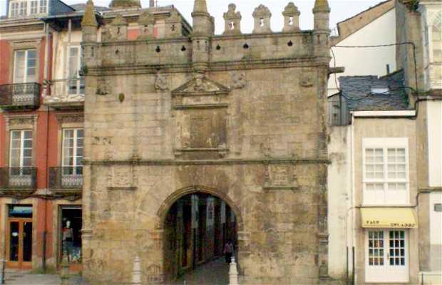 Puerta de Carlos V (o del Castillo del Puente)