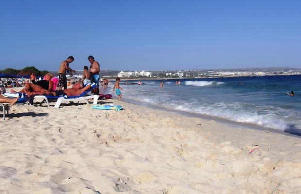 Playa Makronissos