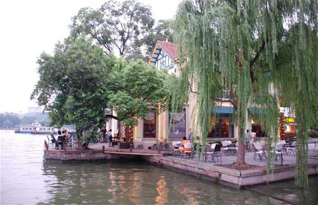Cafés en el lago del Oeste