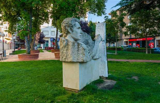 Estatua a los pintores Tubia y Santa María