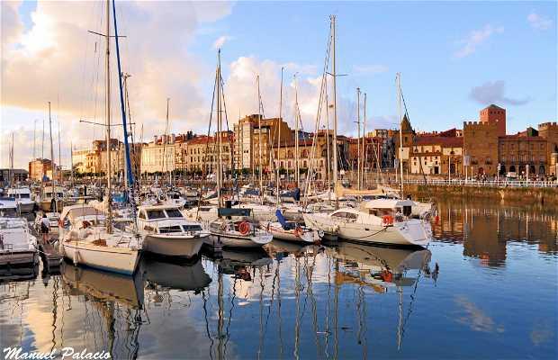 Pier de Gijón (Porto Esportivo)
